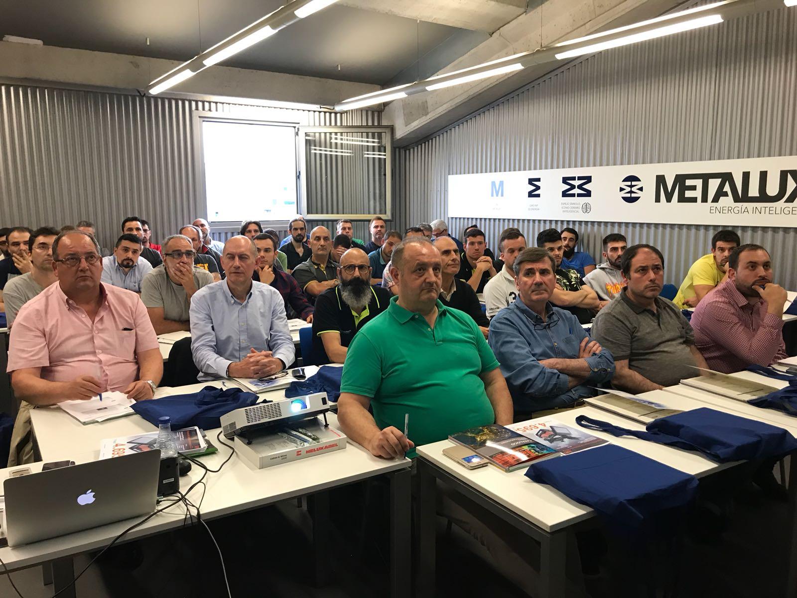 Curso de Formación sobre Fibra Óptica en METALUX Avilés 4 Numerosos asociados de Fenitel Asturias participaron la pasada semana en un curso de formación realizado por nuestra empresa colaboradora, METALUX, en sus