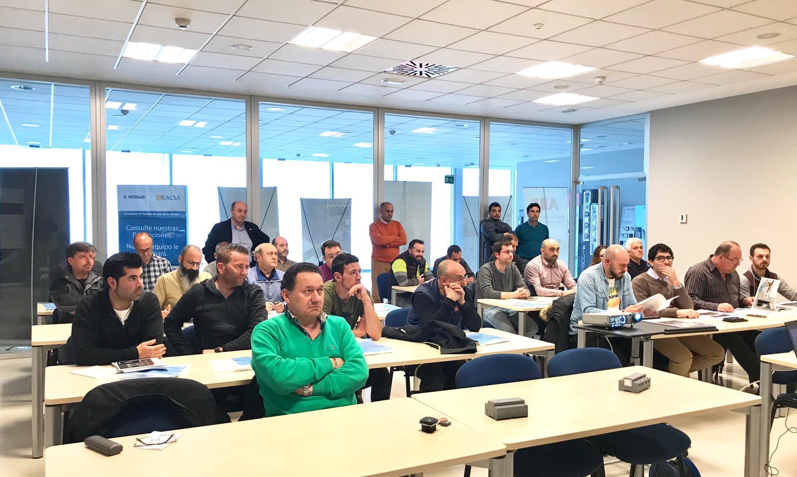 """Jornada """"Hablamos de Domótica"""" 3 Imágenes de la jornada sobre Domótica que celebramos en Gijón, con el apoyo de Metalux Iluminacion y ABB, con gran éxito de público profesional, que valora"""