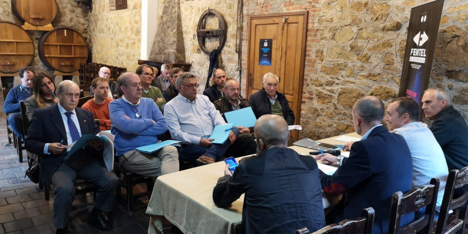 Asamblea General Ordinaria de FENITEL ASTURIAS 1 La ASAMBLEA GENERAL ORDINARIA de Fenitel Asturias tuvo lugar el día 25 de abril (jueves), en el LLAGAR DE QUELO, sito en Tiñana, Asturias, a las 18:30 hora