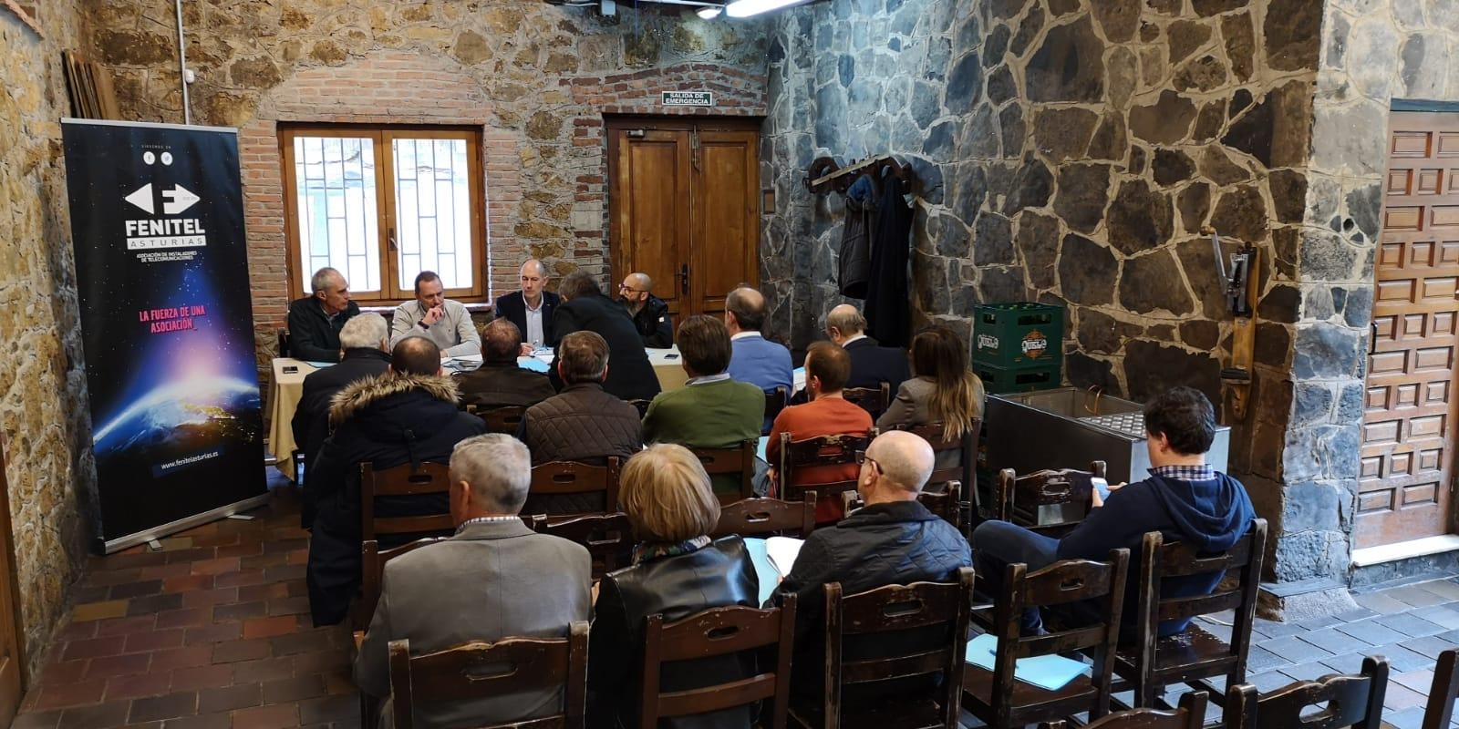 Asamblea General Ordinaria de FENITEL ASTURIAS 2 La ASAMBLEA GENERAL ORDINARIA de Fenitel Asturias tuvo lugar el día 25 de abril (jueves), en el LLAGAR DE QUELO, sito en Tiñana, Asturias, a las 18:30 hora